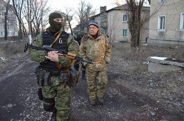 Боевики обстреляли окрестности трех населенных пунктов в Луганской области - Москаль