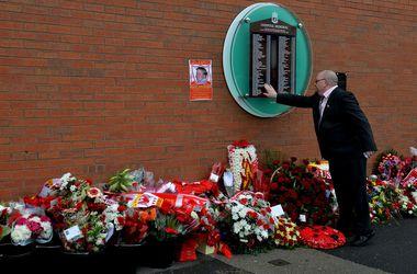 """Футболисты и болельщики """"Ливерпуля"""" почтили память жертв трагедии """"Хиллсборо"""""""