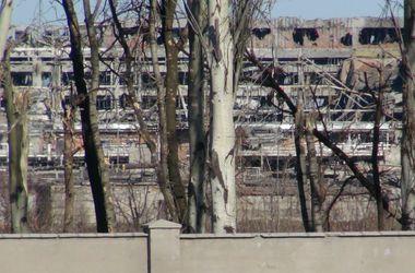 Донецк несколько часов сотрясают залпы, в пригороде идут бои