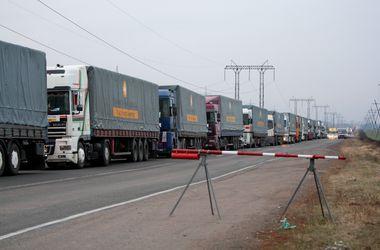 Штаб Ахметова отправил на Донбасс 63 автоколонны с гуманитарной помощью