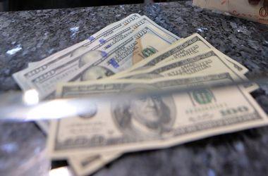 Доллар и евро в обменниках заметно подешевели