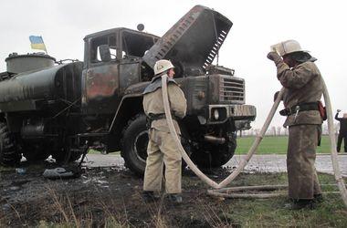 На трассе в Запорожской области загорелся военный бензовоз