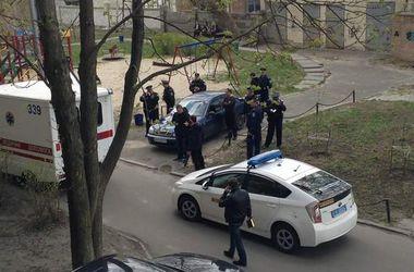 На месте убийства Олеся Бузины работают криминалисты