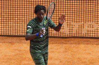 Обидчик Долгополова выбил Федерера из турнира в Монако