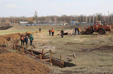 Под Харьковом у границы с РФ строят укрытия и опорные пункты