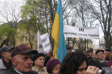 Во Львове сотни ветеранов пикетировали ОГА с требованиями вернуть мир и льготы