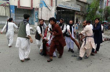 Возле банка в Афганистане взорвалась бомба: десятки человек погибли
