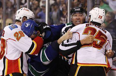 Поединок плей-офф НХЛ завершился массовой дракой