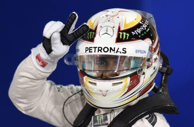 Льюис Хэмилтон завоевал поул на Гран-при Бахрейна