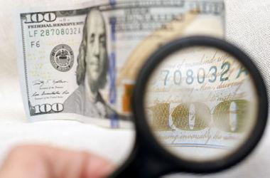 В обменниках доллар подешевел, а курс на межбанке резко вырос
