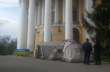 Онлайн-трансляция съезда шахтеров: возле Октябрьского дворца появились палатки