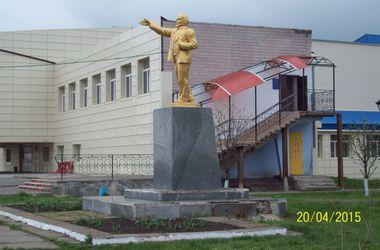В Запорожской области неизвестные восстановили павшего Ильича