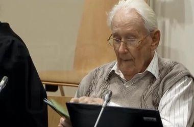 """""""Бухгалтер Освенцима"""", подозреваемый в причастности к убийству 300 тысяч человек, предстал перед судом"""