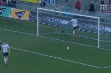 Футболист с разбегу ударился головой о перекладину после пропущенного гола