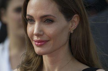 Анджелина Джоли игнорирует жену Джорджа Клуни