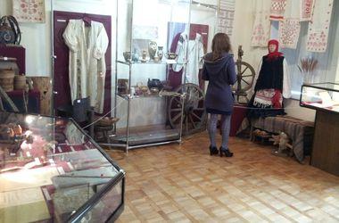 Где в Днепропетровске увидеть щит из кожи крокодила от Миклухо-Маклая и загадочный крест