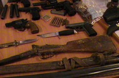 В Киеве аферист торговал оружием возле метро