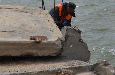 В Одессе после подмыва укрепляют дамбу Хаджибейского лимана
