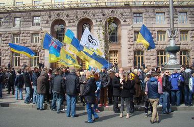Митингующие в центре Киева хотят гречку по восемь гривен и старый курс доллара