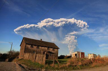 Сотни чилийцев бегут из окрестностей извергающегося вулкана