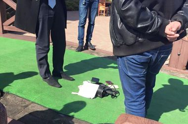 Два столичных налоговика попались на взятке 58 тыс. грн