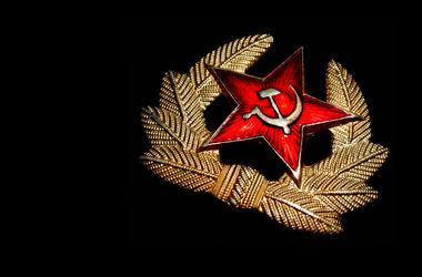 Серпы и молоты в Киеве заменят государственной символикой