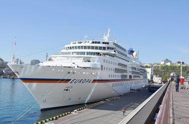 """В Одесский порт зашел двухсотметровый лайнер """"Европа"""""""