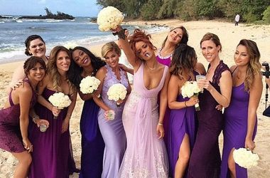 Рианна затмила подругу-невесту на свадьбе