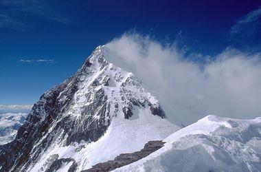 Землетрясение в Непале вызвало лавины на Эвересте: 10 туристов погребены заживо