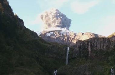 Турист случайно заснял начало извержения вулкана Кальбуко в Чили