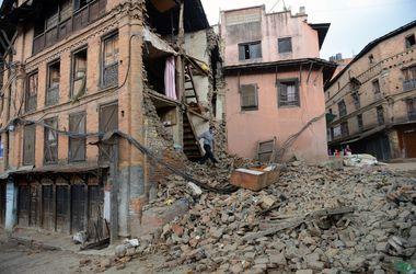 Число погибших от землетрясения в Непале превысило 4 тысячи