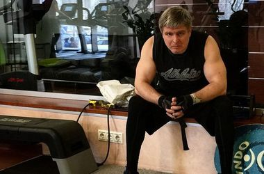 Промоутер Поветкина и Лебедева сломал ногу и три ребра