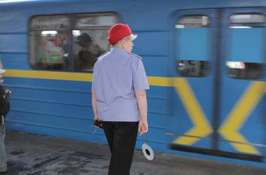 На центральной станции метро в Киеве умер мужчина