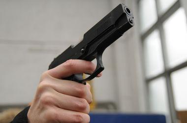 В Москве неизвестные обстреляли офис Михалкова