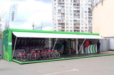В столице появился бесплатный велопаркинг