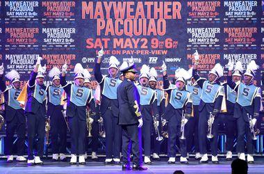 Эффектное появление Флойда Мейвезера в Лас-Вегасе