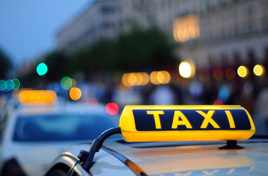 В Хмельницком таксист продавал клиентам марихуану и амфетамин