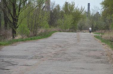 В Шостке на дороге разлили неизвестный химикат