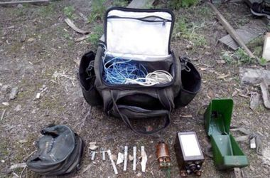 На Донбассе задержали местных жителей с взрывчаткой и боеприпасами