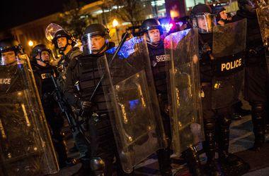 Полицейских в неспокойном Балтиморе выпустили под залог