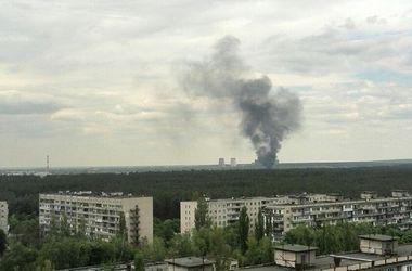 В Киеве на Троещине - большой пожар неподалеку от ТЕЦ