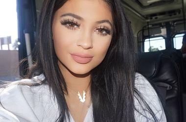 17-летняя сестра Ким Кардашьян увеличила губы (фото)