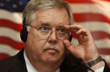 Посол США в РФ признал, что Россия может свободно завозить военную технику и наемников в Украину