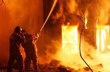 В Днепропетровске из-за горящего лифта жильцы многоэтажки оказались в ловушке