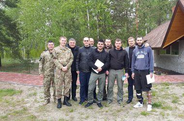 Яценюк и Аваков вручили бойцам ордера на квартиры