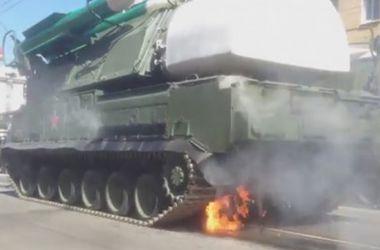 """В России во время военного парада загорелся """"Бук"""""""