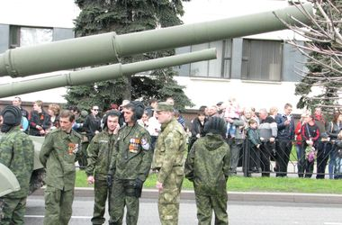 Как боевики провели в Донецке парад