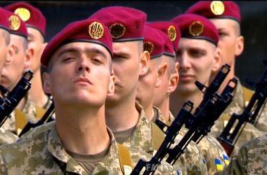 Порошенко обратился к молодым бойцам: Будьте готовы в любой миг защищать своих родных