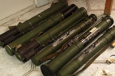 Милиция задержана военного, торговавшего гранатами и гранатометами