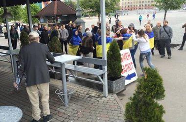 В Харькове патриоты прогоняли коммунистов и пророссийски настроенных девушек